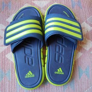 3/$20🎀 Adidas slides size 3